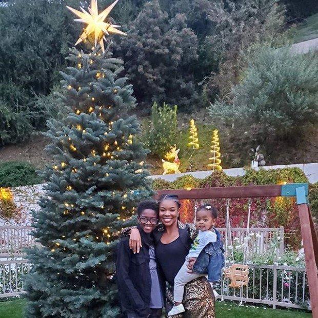 Габриэль Юнион делится сладкими рождественскими фотографиями с дочерью и пасынком