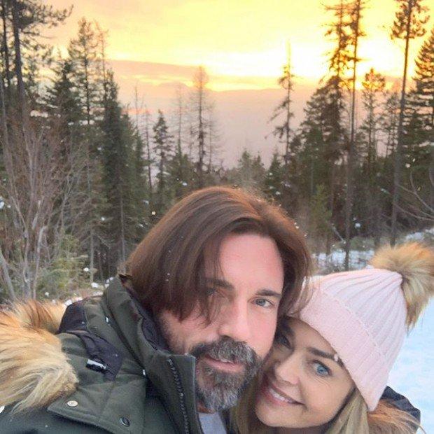 Дениз Ричардс разделяет с мужем Аароном Фиперсом не только радости