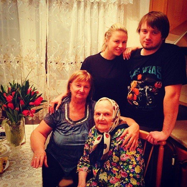 А́нна Григо́рьевна Семено́вич (1 марта , Москва) — российская фигуристка,...